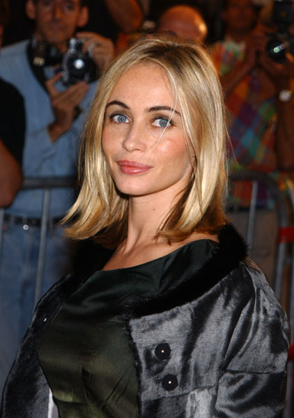 The 54-year old daughter of father Guy Béart and mother Geneviève Galéa, 164 cm tall Emmanuelle Béart in 2018 photo
